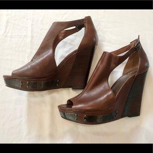 Vince Cumuto brown leather wedges & wood heels - 8